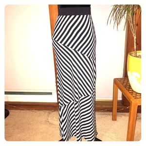 Romeo & Juliet Couture Maxi Skirt Medium